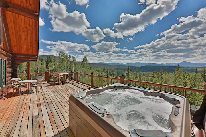 Idyllic cabin with a wrap-around porch, magnificent views, and hot tub