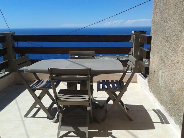 Maison de village atypique vue mer àPINO cap corse