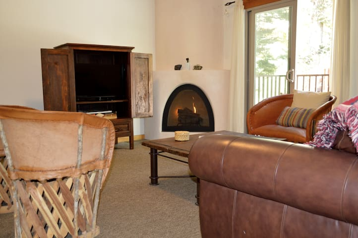 Cozy Mountain Condo with Hot Tub! - Taos Ski Valley - Kondominium