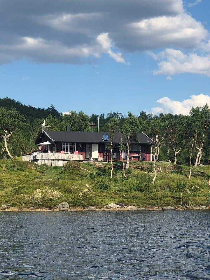 Øyongsosen. Perle ved vannet Øyongen i Hessdalen.