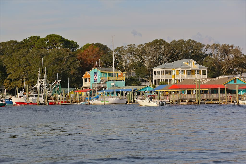 Eateries of Yacht Basin from the Intracoastal!