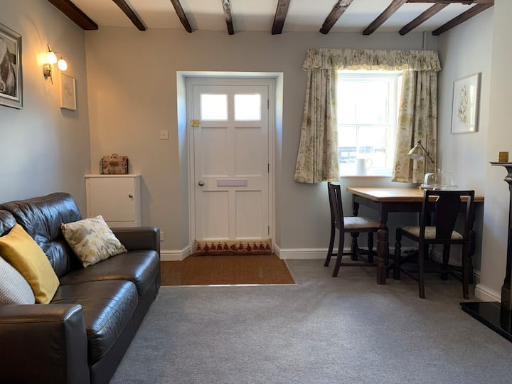 2 Victoria Cottages - Cosy Grade ll Listed Cottage