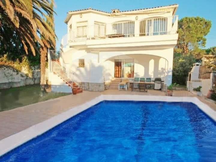 Whole Villa - Quiet - Views - Private pool