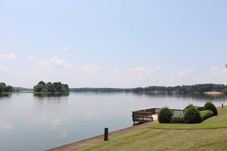 Amazing Lakefront Fisherman & Family Paradise