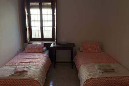 Bonito cuarto con dos camas en el centro de Jerez - Jerez de la Frontera - Daire