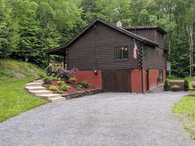 Log Cabin Near Skiing, Hiking, Shopping & Dining!!