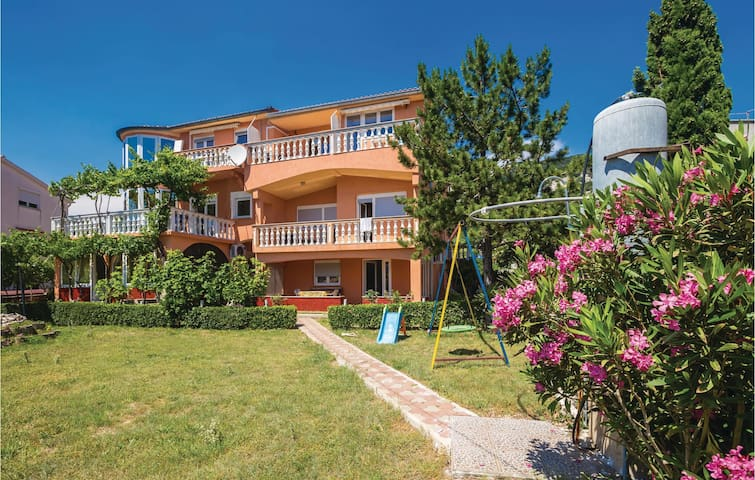Holiday apartment with 2 bedrooms on 59m² in Baska