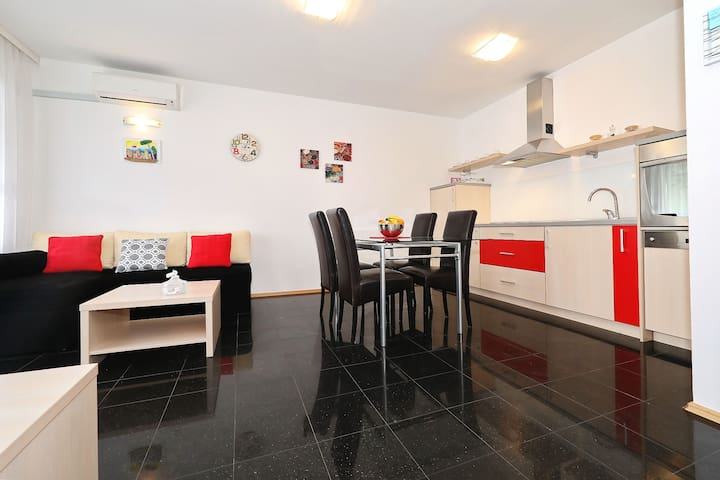 Near the Old town! Apartment Lijo