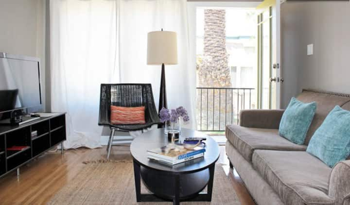 Posh Pad 1 bedroom in Central LA location