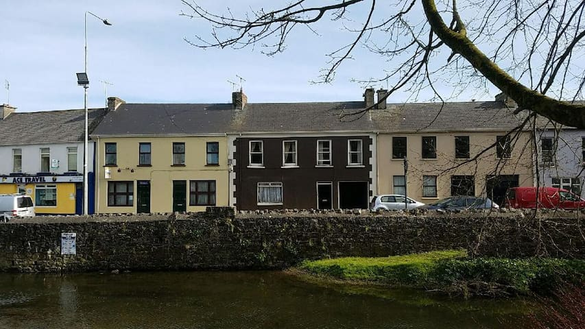 Historic Irish Row House - Newcastle West - Talo