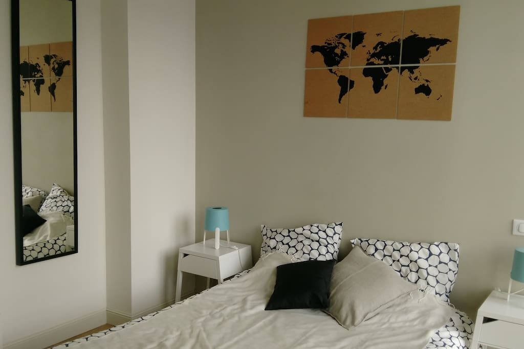 Petite chambre calme & très lumineuse (privée)