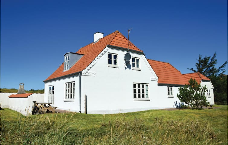Holiday cottage with 5 bedrooms on 172 m²