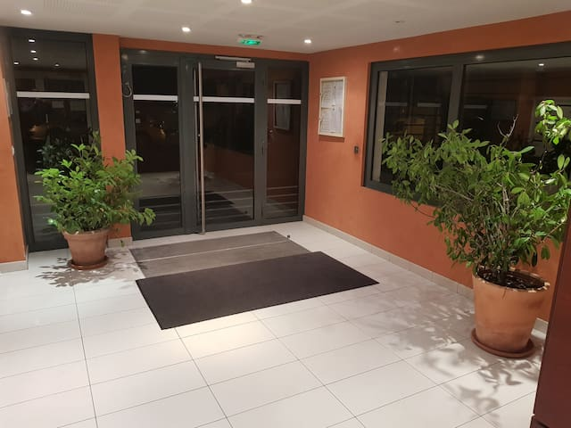 Chambre bien aménagée à louer dans appartement