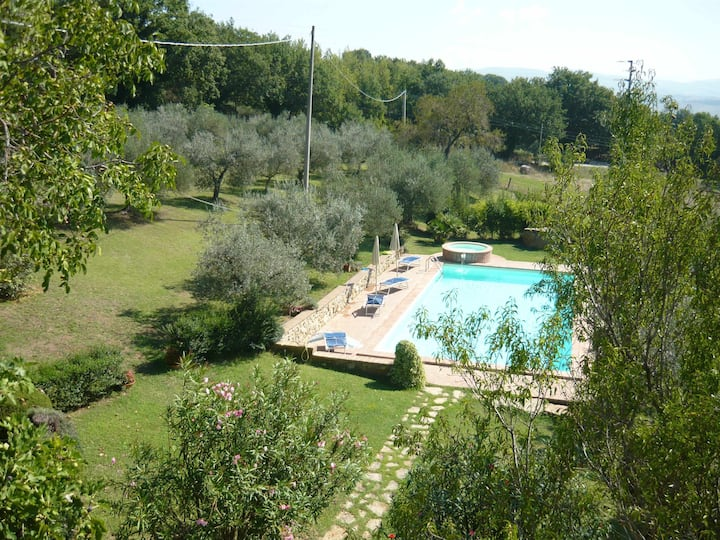 Countryhouse 6 sleeps with pool and panoramic view