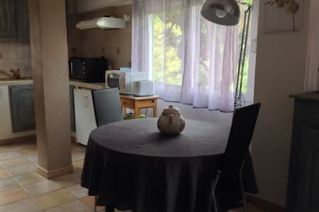 Studio de 40 m2 dans villa avec place de parking - Menton