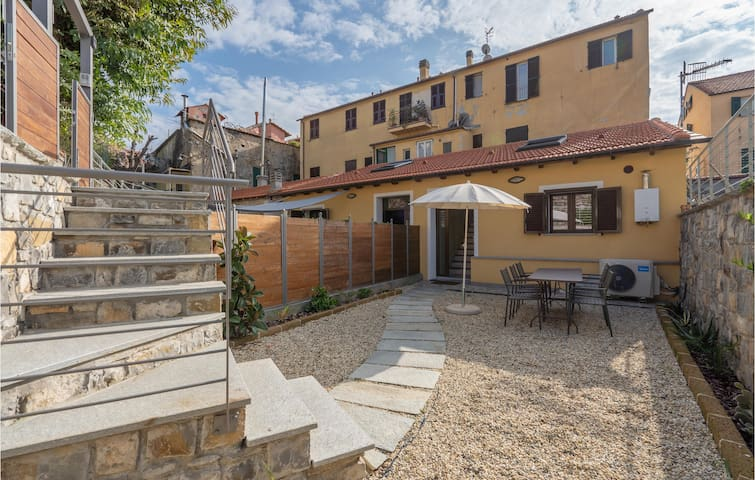 Semi-Detached with 2 bedrooms on 75m² in Imperia