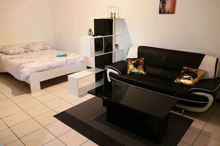 CONFORTABLE STUDIO EQUIPE -20% DE REMISE WEEK-END
