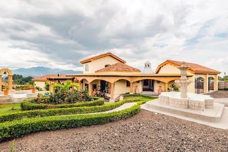 Luxury Villa The Retreat