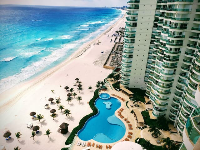 BEACH FRONT & LAGOON CONDO YOU WILL LOVE IT! OMG