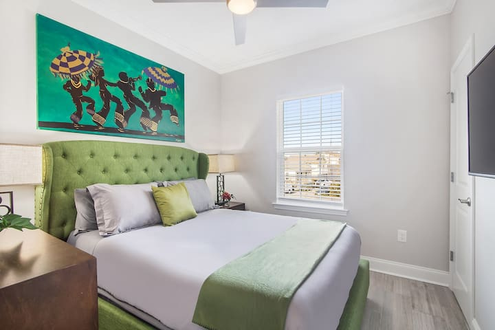 """Guest bedroom #4 the """"GREEN ROOM"""" with a 43"""" Smart TV (netflix included) plush mattress & soft linens!"""