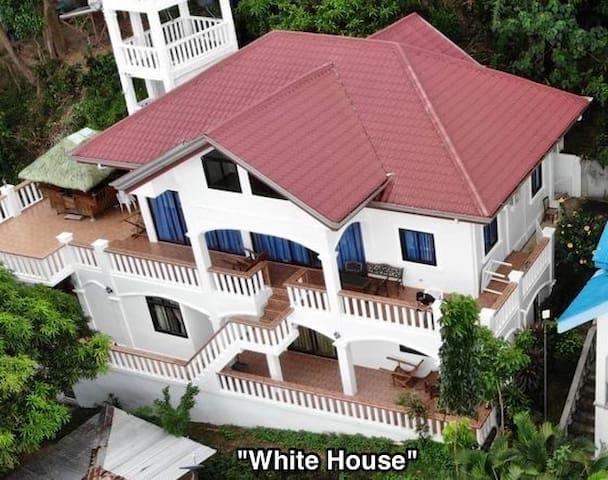 White House Landhouse - Beach - 15+ Pax
