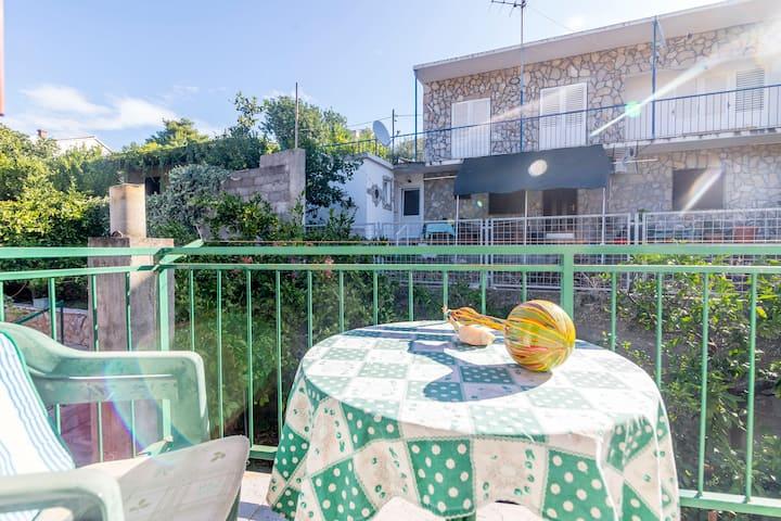 Studio Apartment, 20m from city center, seaside in Stomorska - island Solta, Balcony