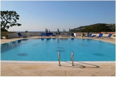 La Petite Cachette - Pool and 150m to the beach