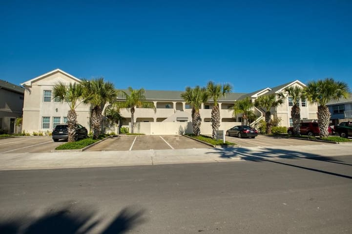 Charming 1 Bedroom Condo w/ Pool in South Padre