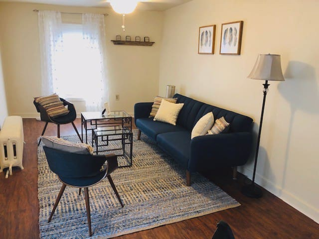 Third floor Apartment, 2 Blocks from Main St.