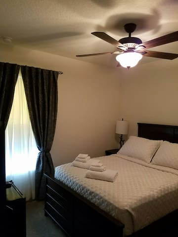 private room, wifi, up to 3 guests - Jacksonville