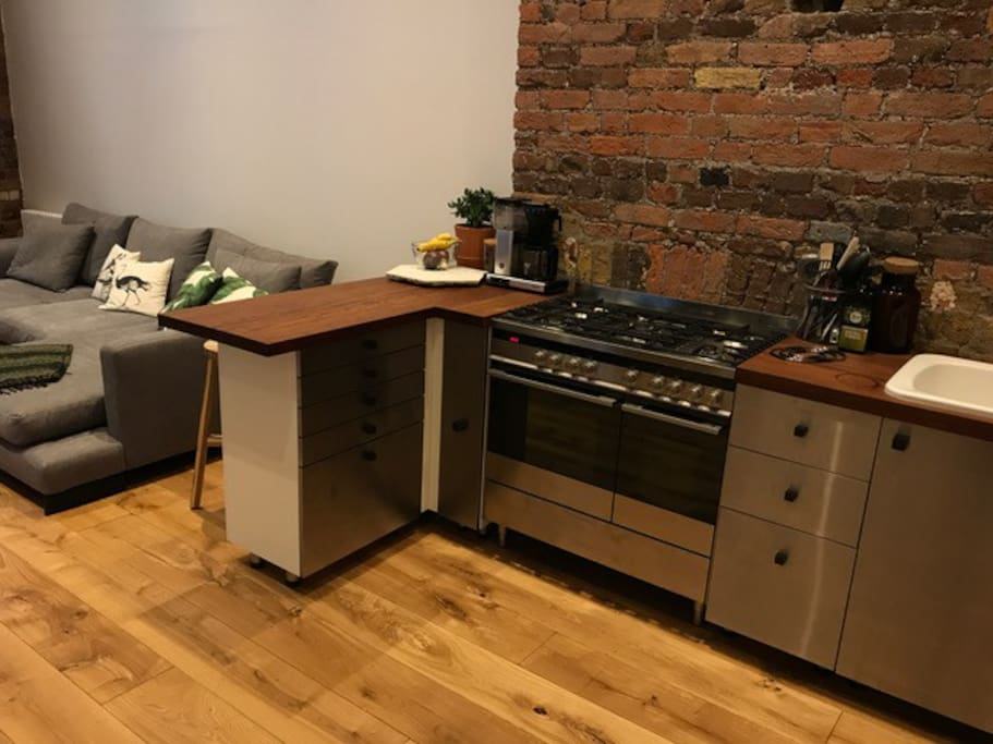 Kitchen with oven cooker fridge freezer and dishwasher + full equipped
