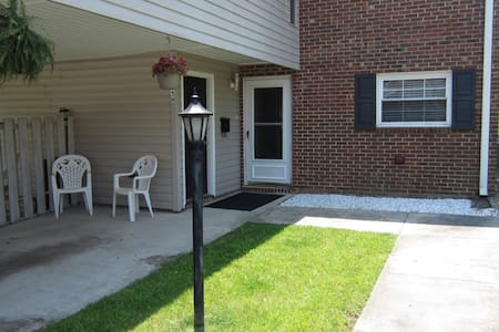 3bd/2.5ba Only 8mins. to HPU or HP Furn Mkt - High Point