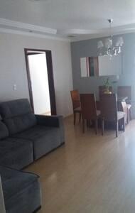 Aluguel de quartos (2 quartos) valor por pessoa - Maringá - Pis