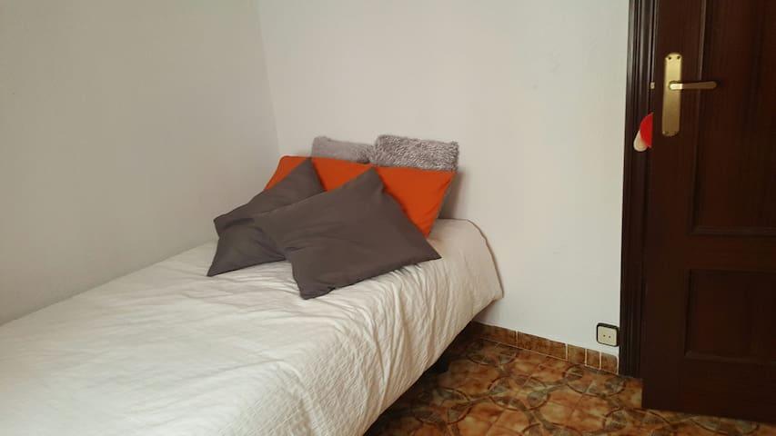 Cómoda habitación individual - Barcelona