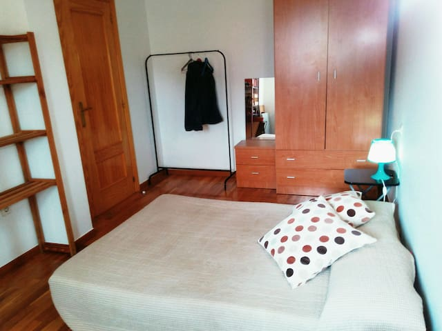 Habitación doble en apartamento - Hervás - Pis