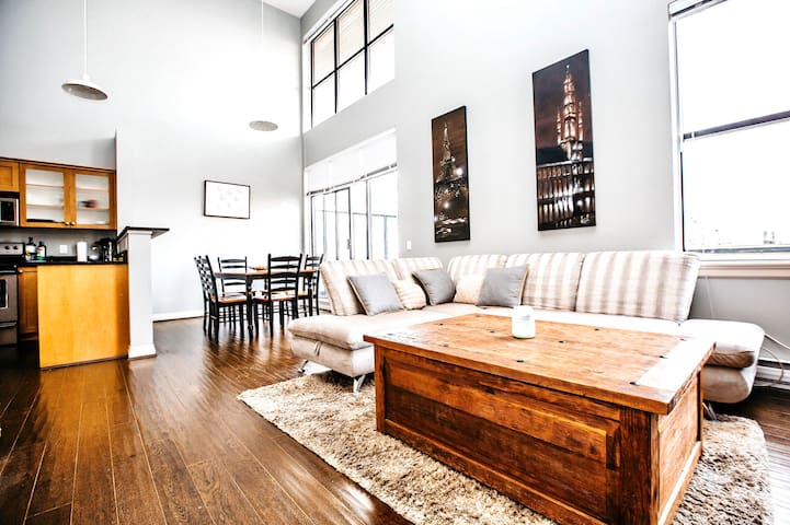 STUNNING UPTOWN 2 BEDROOM LOFT 5 MINS TO DOWNTOWN