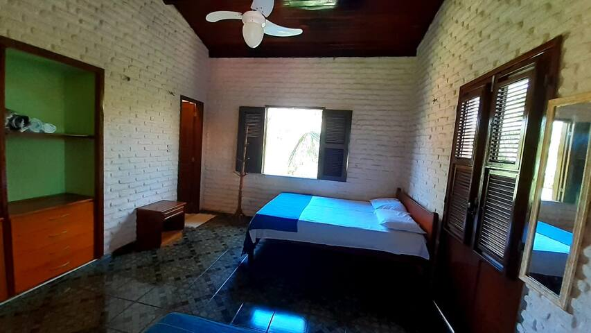 2º Suíte com cama de casal e uma cama de solteiro