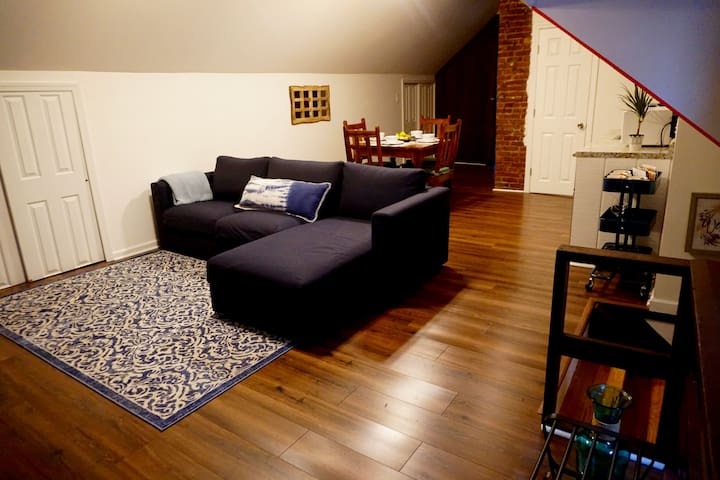 NEW ENTIRE APARTMENT 10 min from NYC
