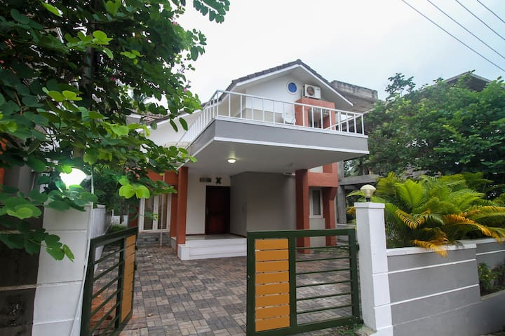 OYO - Elite 1BR Homestay in Calicut! (Discounted)