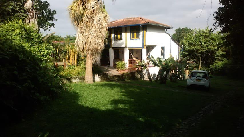 CasaLinda - Calarcá - Guesthouse