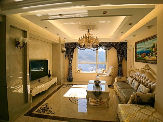 大连星海附近三室两厅两卫欧式奢华套房。