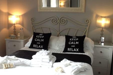 Zone 1 Double Bed Room Great Transport Links !! - ลอนดอน