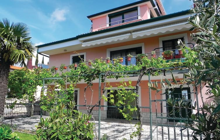 Holiday apartment with 2 bedrooms on 102m² in Izola