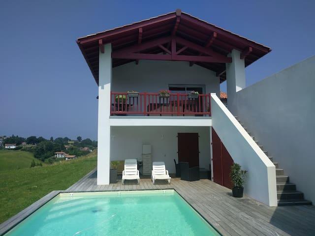 Maison Ahetze 4 chambres piscine