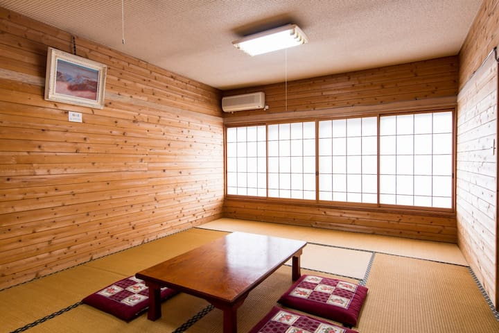 6 mins by car from Hakuba sta! Accommodation with Kampo's secret law hot water (3 pax)