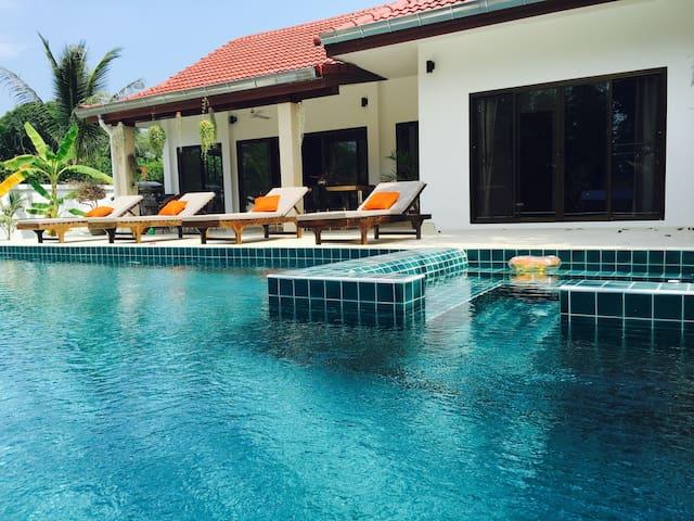 Villa 2BR+BIG PrivatePool+Jacuzzi - เกาะสมุย - วิลล่า