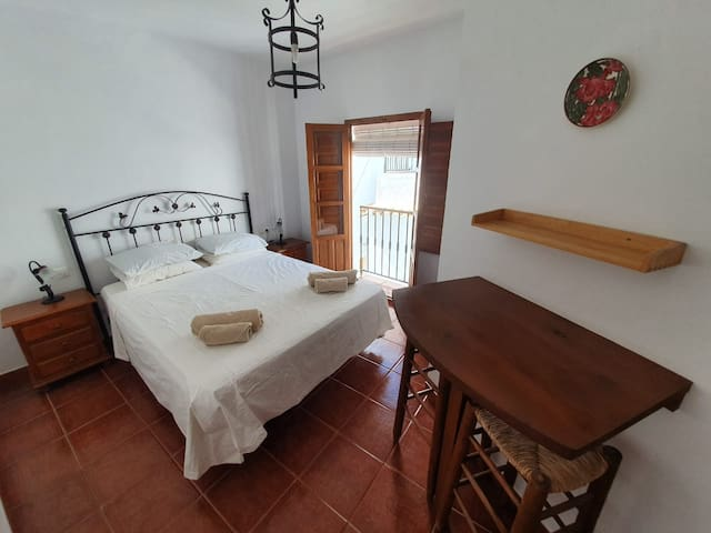 Beautiful Andalucian room in the centre of Cómpeta