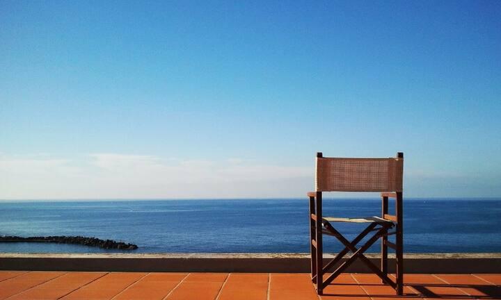 Independent villa, private sea access, views, WiFi
