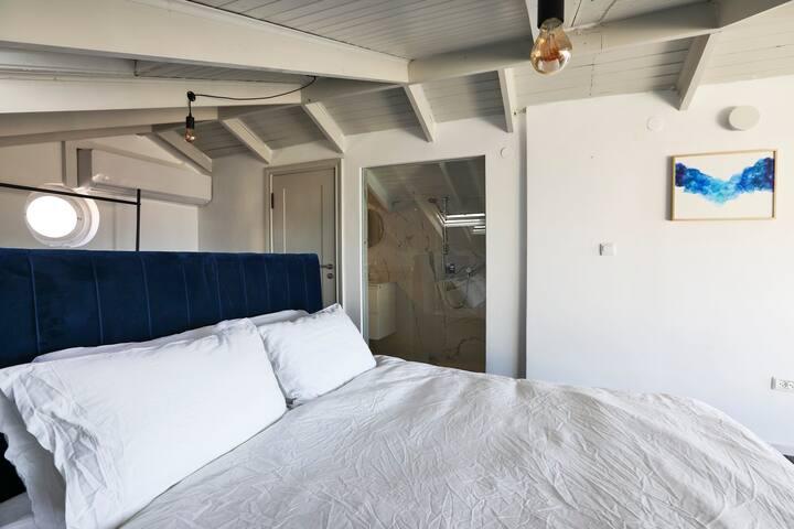 Casa Archie - Luxury Sea View Suite in Neve Tsedek