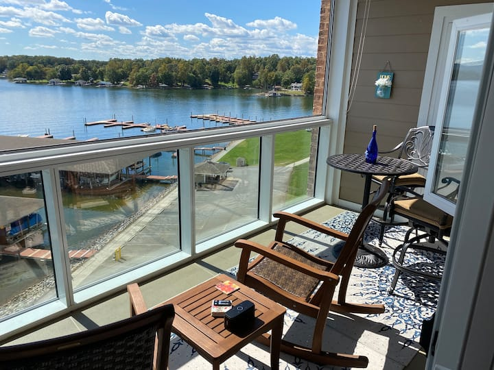 Top Floor Condo #343 Overlooking the Lake!